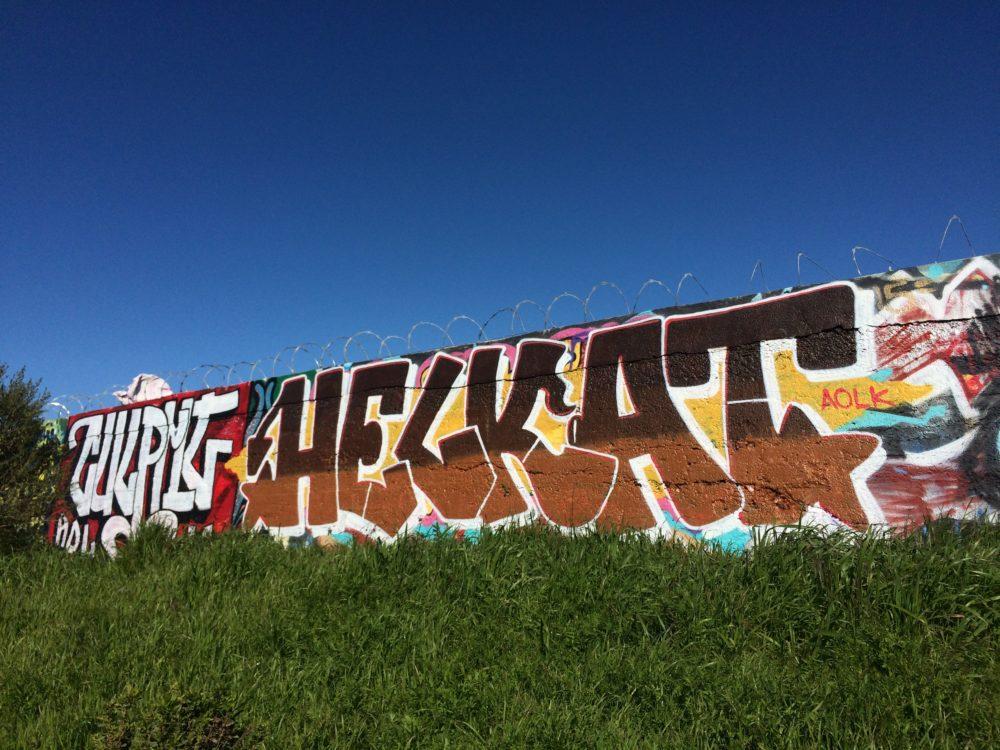 Helkat graffiti .